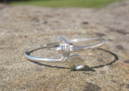 Bee and honeycomb bangle